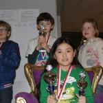 Chess queen Dayla met Shadrin (2e), Felix (3e) en Meike (2e meisje)